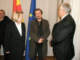 ЏЕЗИ МЕМ дооел - Скопје, подружница-галерија АРТ, проект: Изложба скулптури на Владо Костов (фотографија)