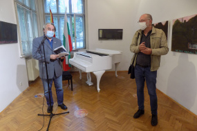 """Изложба на Свилен Стефанов во КИЦ на РСМ во Софија како дел од проектот """"Поврзување"""" (фотографија)"""