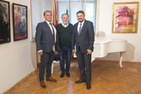 Директорот на МИА г-дин Драган Антоновски и директорот на БТА г-дин Кирил Влчев во работна посета на КИЦ на РСМ во Софија (фотографија)