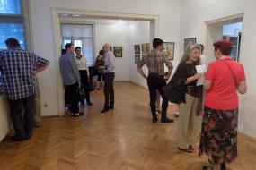 """Самостојна изложба """"Магијата на цветовите"""" на Tасим Кадрија во КИЦ на РСМ во Софија (фотографиja)"""