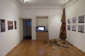 """Изложба """"Част от мен"""" съставена от фотографии и кратки видеозаписи на Ферди Булут и Дарко Талески (фотография)"""