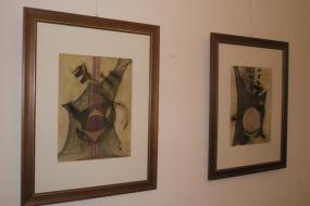 """Изложба """"Космически еротизъм на струната и формата"""" (снимка)"""