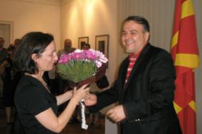 Kултурно-информативниот центар на Р.Македонија во Софија изразува посебна благодарност за досегашната 4 годишна професионална соработка со г-ѓа Јадранка Чаушевска - Димов, министер-советник во Амбасадата на Р.Македонија во Р.Бугарија.  (снимка)