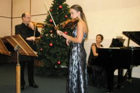Ана Кондратенко-  виолина, Олег Кондратенко - виолина и Марија Вршкова - пијано, проект: Концерт (фотографија)